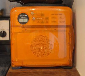 Micro-ondes orange
